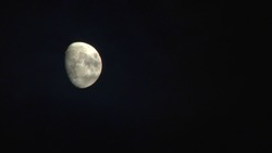 [Video material] Night moon and clouds 01